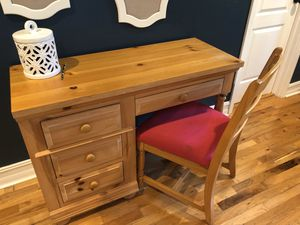 Brohill desk and chair for Sale in Hialeah, FL