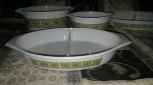 PYREX set of matching 2 bowls and 4 serving dishes. -- 6 pieces for $45 OBO for Sale in Hesperia, CA