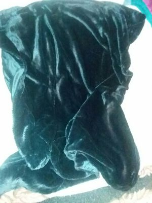 Luxury black faux fur blanket for Sale in Woodbourne, NY