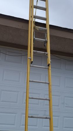 Ladder 🪜 22 Feet Extension Ladder Good Conditions $145 for Sale in Las Vegas,  NV