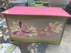 🙇🏻♀️Butterfly Toy Box for Sale in Goleta, CA