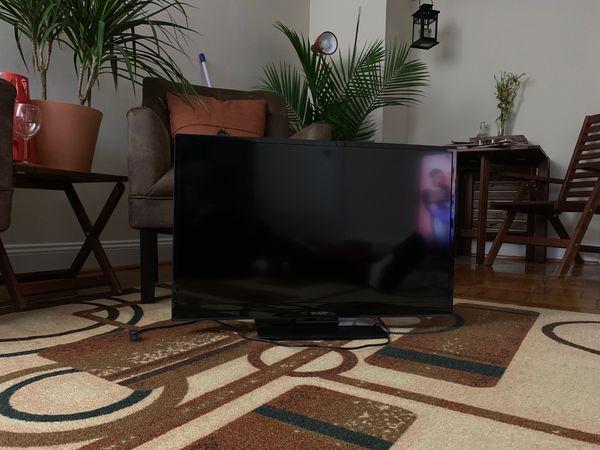 """Sharp TV (32"""")"""
