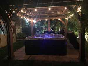 HOT TUBS - SPAS - JACUZZI NEW AND PRE OWNED for Sale in Oakland Park, FL