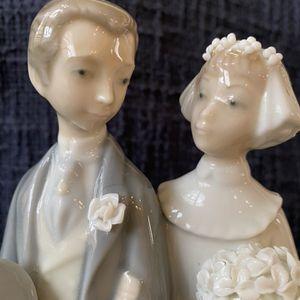 Lladro Bride And Groom Figurine for Sale in Las Vegas, NV