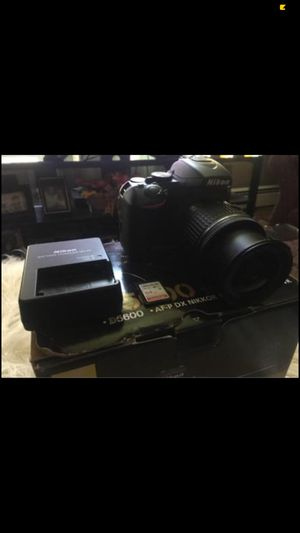 D5600 Nikon camera for Sale in East Haven, CT