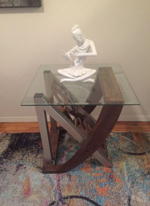 Side table for Sale in Hanover, NJ