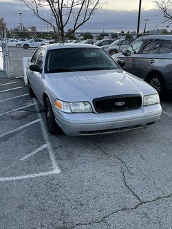 2005 ford crown vic for Sale in Fremont,  CA