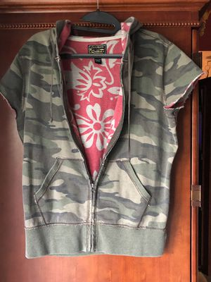 Lucky Brand Camo Vest Hoodie Jacket Short Sleeve Distressed Size Large for Sale in Kissimmee, FL