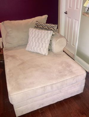 Lounge chair / sofa / chaise lounge with pillows for Sale in Union City, NJ