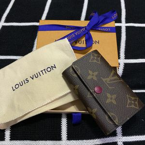 Louis Vuitton 6 Key Holder for Sale in Corinth, TX