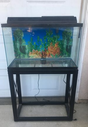 Fish tank 20 gallon for Sale in Chula Vista, CA