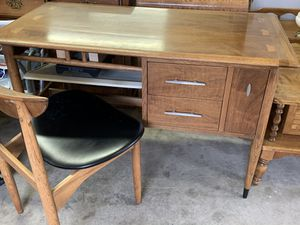Vintage Lane Computer Desk w/Chair for Sale in Maple Valley, WA