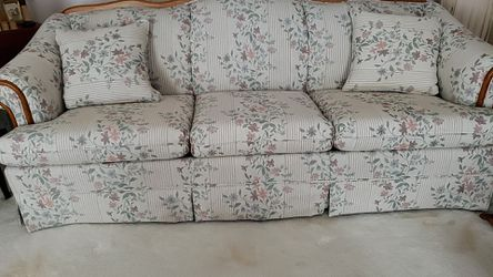 BROYHILL Couch for Sale in Valley City,  OH