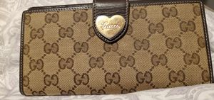 Authentic Gucci Heart Continental Wallet for Sale in San Antonio, TX