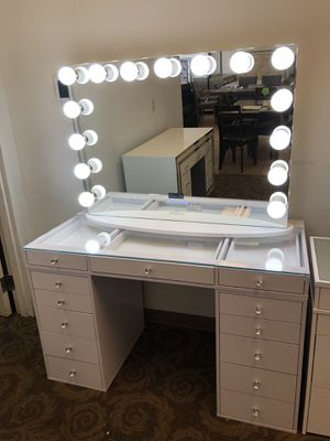 Hollywood vanity with Bluetooth mirror brand new for Sale in Phoenix, AZ