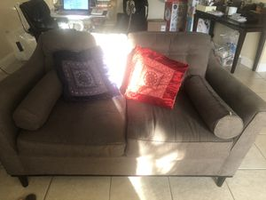 BUNDLE DEAL! Sofa, coffee table, end table and lamp! for Sale in Sunrise, FL