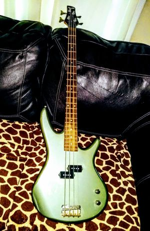 IBANEZ BASS GUITAR for Sale in Baytown, TX