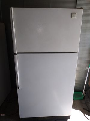 "Whirlpool fullsize Size Refrigerator 32"" 1/2 w by 61""1/2 h (is on and cold right now(can deliver for free for Sale in Claremont, CA"
