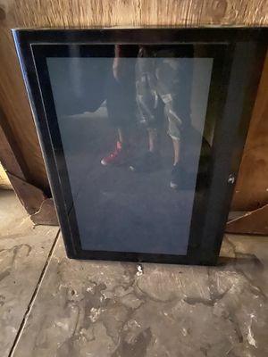 Protector de pantalla para exterior son de metal con vidrio for Sale in Los Angeles, CA