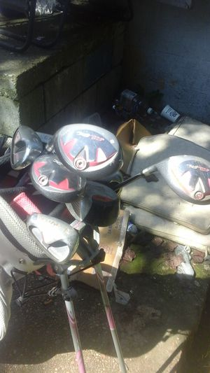 Set of golf clubs with pink standing bag for Sale in Richmond, VA