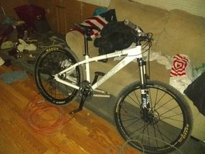 """Santa cruz cameleon 26"""" ritchey head set fox lock out front forks for Sale in Templeton, CA"""