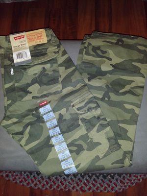 Levis Cargo pant straight Leg Reg. Fit Adjustable waistband 12Reg. 26 26 for Sale in Santa Fe Springs, CA