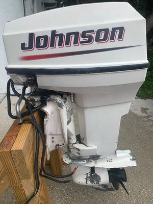 Johnson 50 Outboard (2001) 2 Stroke with Binnacle controls, Cables, Harness, oil tank & tachometer for Sale in Deltona, FL