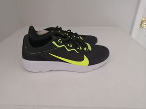 Brand new NIKE tennis shoes for youth. Size 6.5 for Sale in Riverside, CA