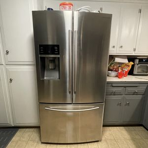 Samsung Refrigerator for Sale in Corona, CA