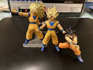 Dragonball z goku miniature figure set for Sale in Houston, TX