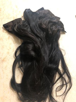 Beautiful 18 inch clip in hair extensions for Sale in City of Industry, CA