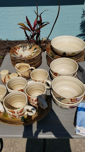 Home trends dishes for Sale in PT CHARLOTTE, FL