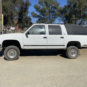 96 Chevy Suburban $3500 for Sale in Riverside, CA