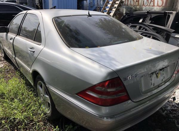Mercedes S500, W220. For parts only
