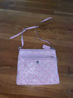 Like New Coach Chelsea Signature Messenger Bag for Sale in Framingham,  MA