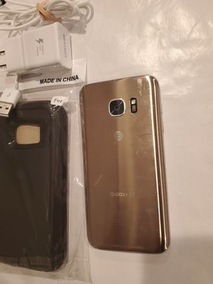 Samsung Galaxy S7 32G Unlocked + Phone Case + Charger for Sale in Chicago, IL
