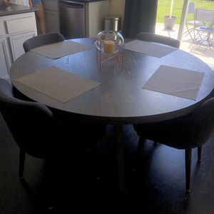 Breakfast Table + 4 Chairs for Sale in Del Sur, CA