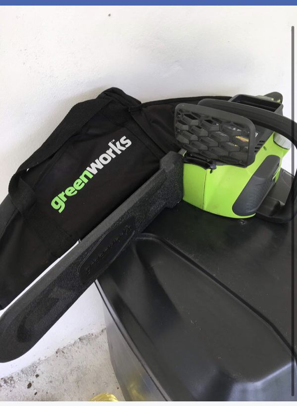 Electric chainsaw Green Works with the Battery
