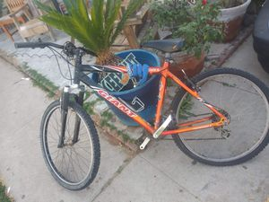 Giant mountain bike for Sale in Ontario, CA