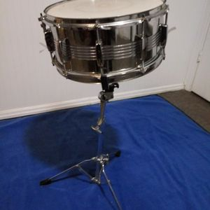 "LUDWIG SNARE 6""/6,5 AND SNARE STAND for Sale in Haltom City, TX"