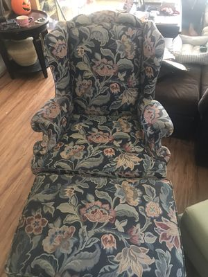 Chair and ottoman for Sale in Palm Desert, CA
