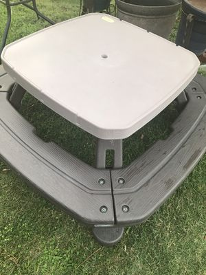 mesa para niños de patio for Sale in Ontario, CA