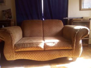 Couch NEED GONE ASAP for Sale in Fresno, CA