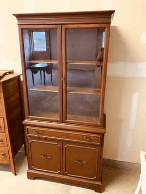 Vintage BOOKCASE for Sale in Spanaway, WA