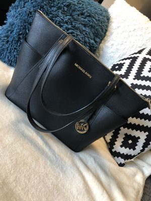 Michael Kors (Authentic) Large Top-zip Saffiano Leather Tote Shoulder Bag for Sale in Oakland, CA
