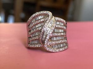 14Kt white gold and diamond cocktail ring for Sale in Phoenix, AZ