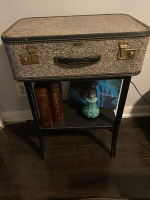 Locking Antique suitcase table w/key for Sale in Atlanta, GA