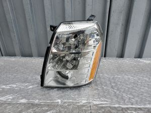 2007-2014 Cadillac escalade left side headlight hid for Sale in Norwalk, CA