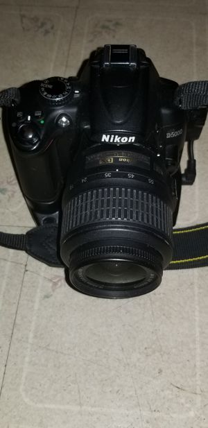 NIKON D5000 / Nikon DX 18 - 55mm 1:3.5 - 5.6G lens also battery grip for Sale in East Lansdowne, PA