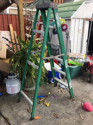 6 foot step ladder for Sale in St. Petersburg, FL
